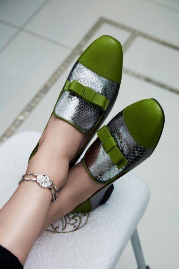 Bally loafers, Chanel Jewelry white gold and diamond bracelet. Mocassins Bally, Chanel Joaillerie bracelet diamant et or blanc