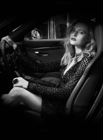 photo-editorial-mode-luxe-femme-paris-porsche-911-carrera