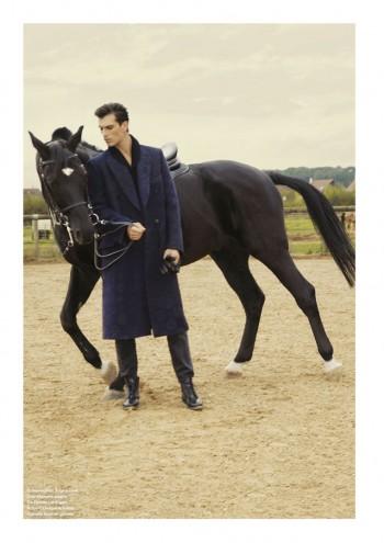 Alex Fadel photographe de mode Paris, manteau Ermenegildo Zegna, pantalon Dior homme, pull De Fursac, boots Robert Clergerie, gant en cuir Agnelle